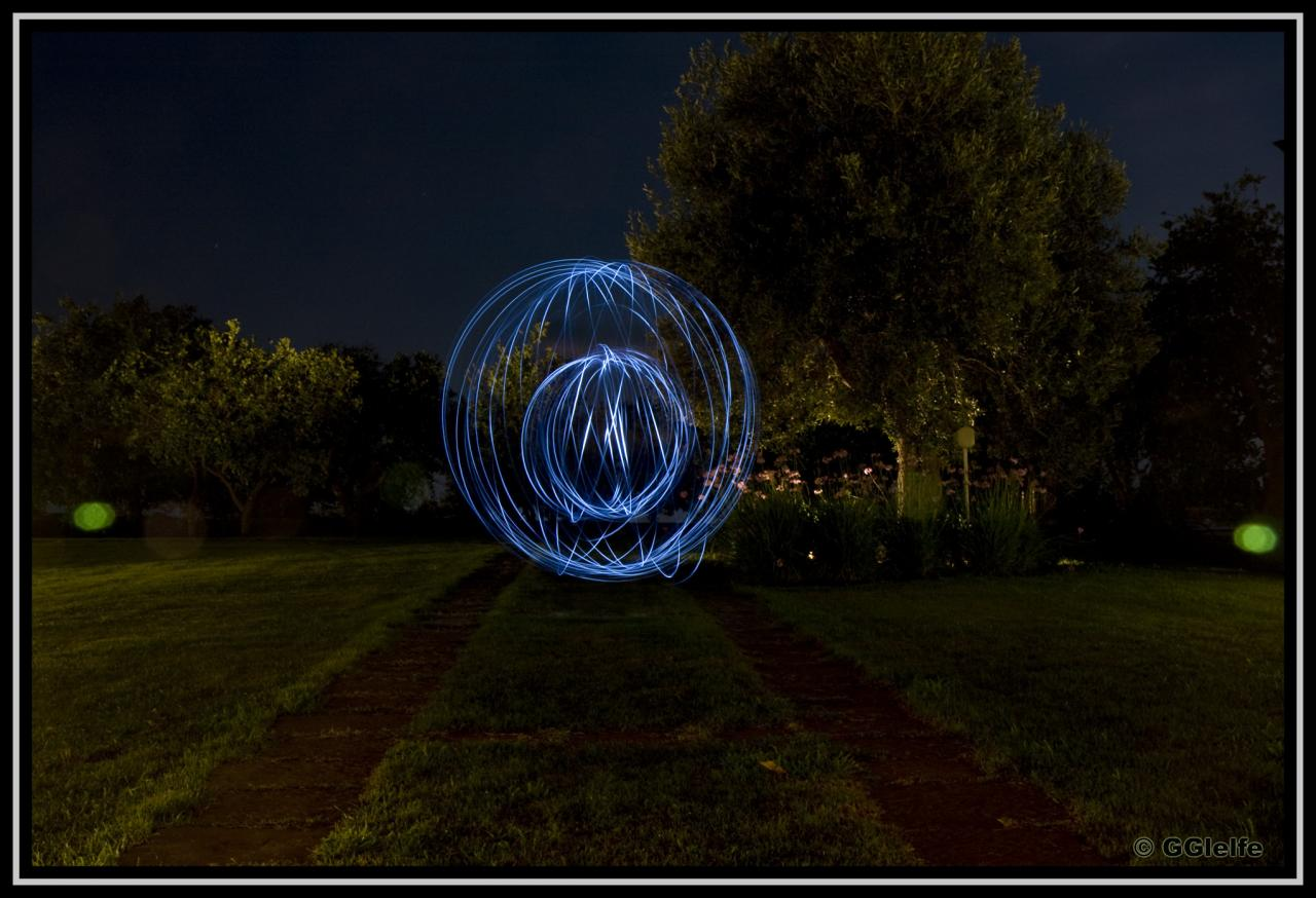 [Image: lightpainting-1e1d456.jpg]
