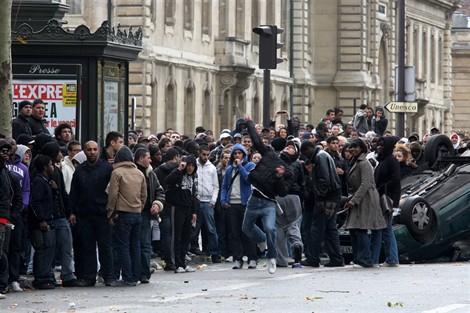 A Paris, une distribution de billets tourne à l'émeute P1149181d1154319g_apx_470_-15583c0