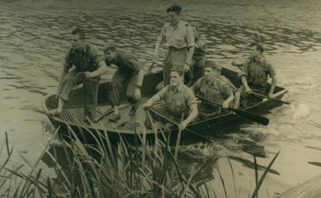 Marche-les Dames en 1950: Exercices nautiques. Albert026-12561b1
